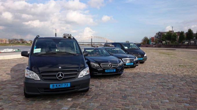 De Vriendelijke Professionele Chauffeurs Van Taxi TCN